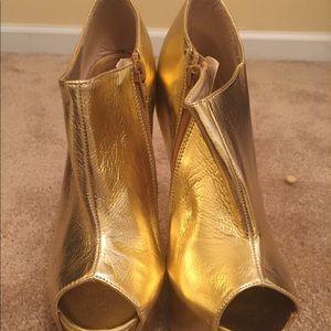 Shoes - Gold platform heeless shoe by Glaze